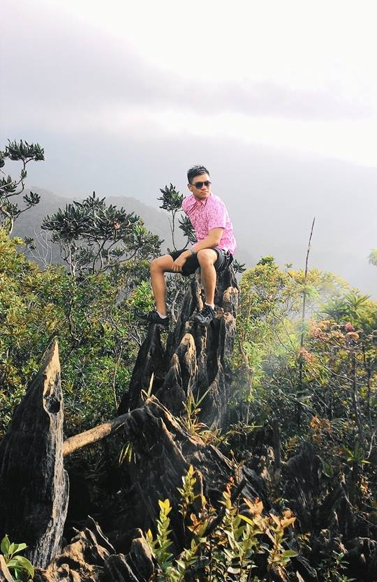 The traveling pink polo reaches Mt. Daraitan!