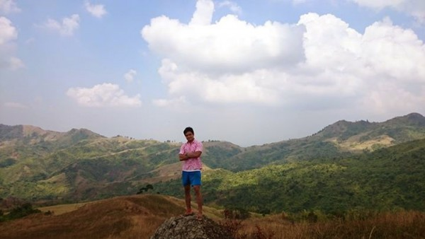 The traveling pink polo reaches Mt. Batolusong!