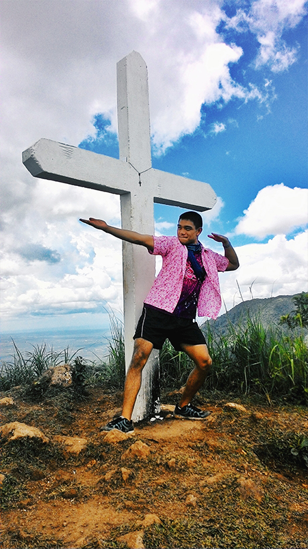 The traveling pink polo reaches Mt. Manabu!