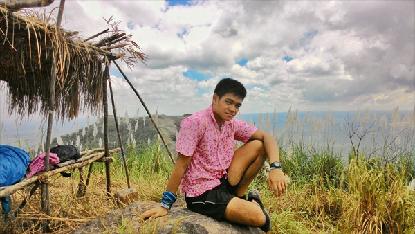 The traveling pink polo reaches Mt. Apayang!
