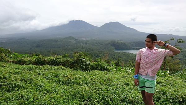 The traveling pink polo reaches Mt. Mabilog!