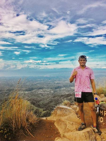 The running pink polo reaches the summit of Mt. Batulao!