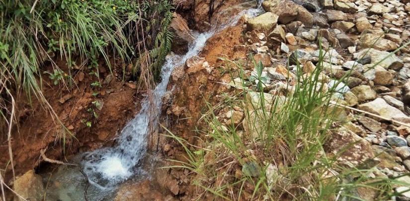 Free mini-waterfall at KM10