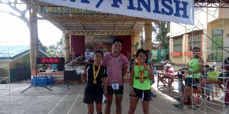 My pacers from the ridge to the finish; Kudos to these two strong women!